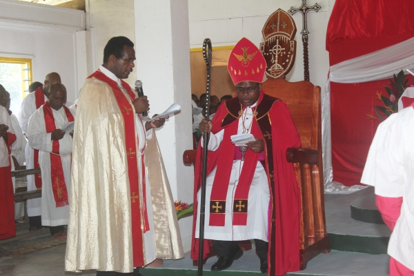 Bp Leonard installed as Diocesan Bishop ofTemotu by the Vicar General